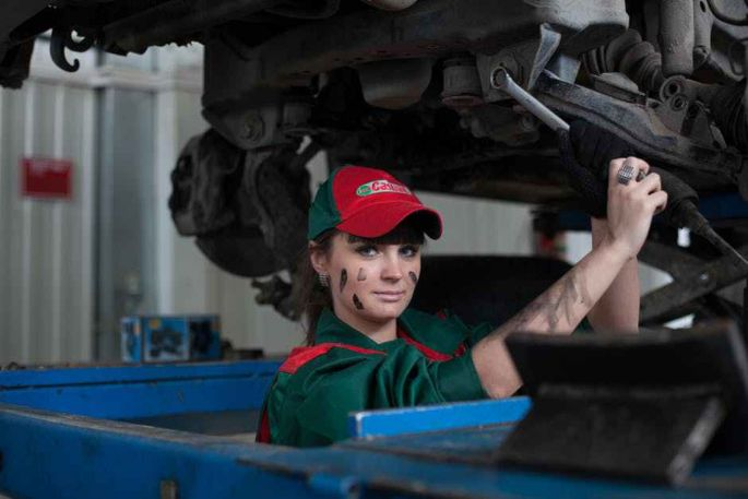 How Often Does Your Car Need an Oil Change? [Which Recommendation Is Best?]